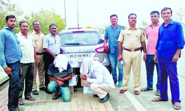 शराब तस्करी करते अपने साथी के साथ पकड़ाया ट्रैफिक विभाग का पुलिस कर्मी