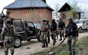 जम्मू-कश्मीर : सुरक्षाबलों ने मार गिराया एक आंतकी, मुठभेड़ जारी
