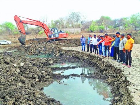 गोरेवाड़ा तालाब में फूटी जलधारा, गहराईकरण कार्य को मिली सफलता