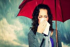 सेहत पर भारी पड़ सकती है बरसात में खाने-पीने की अनदेखी, इन बातों का रखें ख्याल