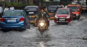 मुंबई में दूसरे दिन भी भारी बरसात, ठाणे में करंट लगने से दो की मौत