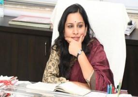 बापू पर विवादित ट्वीट करने वाली आईएएस अधिकारी पर गिरी गाज