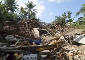 भूकंप के झटके से थरथराया इंडोनेशिया, घरों से बाहर निकले लोग