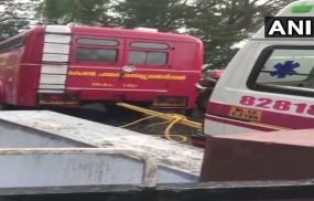 केरल: घायलों को ले जा रही एंबुलेंस ट्रक से भिड़ी, 8 की मौत, 4 घायल
