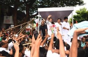 केरल: काझीकोड में राहुल का रोड शो, जन्म के वक्त मौजूद नर्स राजम्मा से भी मिले