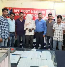 नागपुर : स्टेशन से धराया मोबाइल चोर, सेवाग्राम एक्सप्रेस से दो बोरियों में रखी शराब जब्त