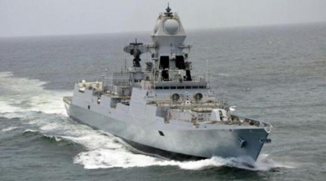 ओमान की खाड़ी में इंडियन नेवी ने तैनात किए 2 युद्धपोत, जहाजों को सुरक्षित निकालने की जिम्मेदारी