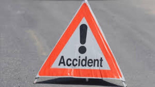 सड़क हादसे में 1 की मौत, चलती बस से गिरे यात्री ने अस्पताल में तोड़ा दम, दूसरी मंजिल से कूदा युवक