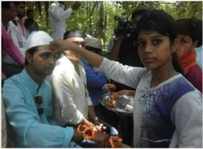 Fake News : मुस्लिम लड़कों ने अपनाया हिंदू धर्म, तस्वीर वायरल ?