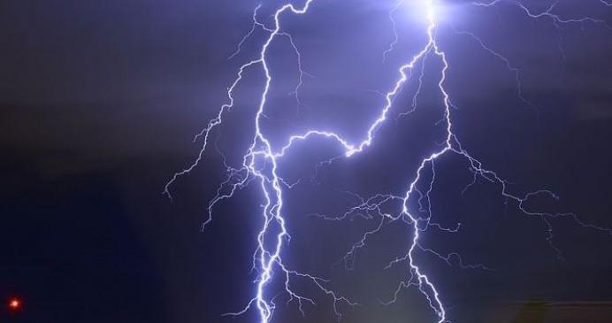 आकाशीय बिजली गिरने से दो की मौत, पांच घायल