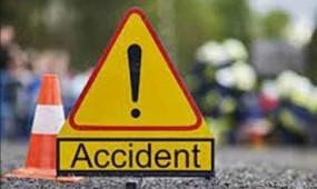 दो ट्रकों की सिधी भिड़ंत, एक की मौत, राष्ट्रीय राजमार्ग पर लगा जाम