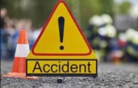 अज्ञात वाहन ने पिता-पुत्र को रौंदा ,ट्रक की टक्कर से बाइक सवार की मौत