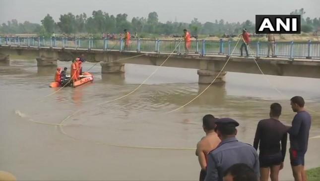 लखनऊ: नहर में गिरी बारातियों से भरी पिकअप वैन, 7 बच्चे लापता, 22 को बचाया गया