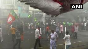 बंगाल में बवालः बीजेपी के मार्च पर पुलिस ने किया लाठीचार्ज, छोड़े आंसू गैस के गोले