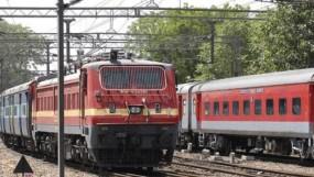 ट्रेनों में मसाज सेवा शुरू होने से पहले ही बंद, विरोध के बाद प्रस्ताव वापस