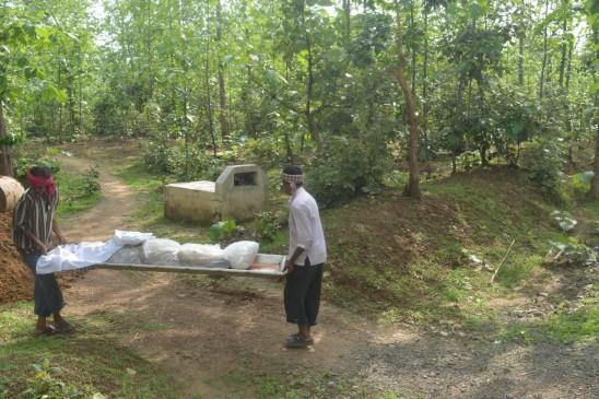 महिला नक्सली का शव लेने नहीं पहुंचे परिजन, पुलिस ने किया दफन