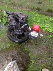 तेज रफ्तार ट्रक ने मोटर साइकल चालक को कुचला, एक गंभीर