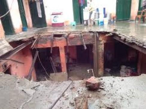 इमारत की छत से गिरने से तीन साल के बच्चे की मौत