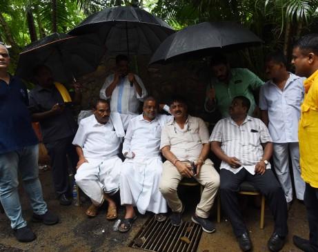 सुप्रीम कोर्ट के आदेश के अनुसार फिर देंगे इस्तीफा, मुंबई से बेंगलुरु लौटे बागी विधायक