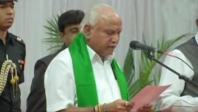 चौथी बार कर्नाटक के मुख्यमंत्री बने येदियुरप्पा, राज्यपाल ने दिलाई शपथ