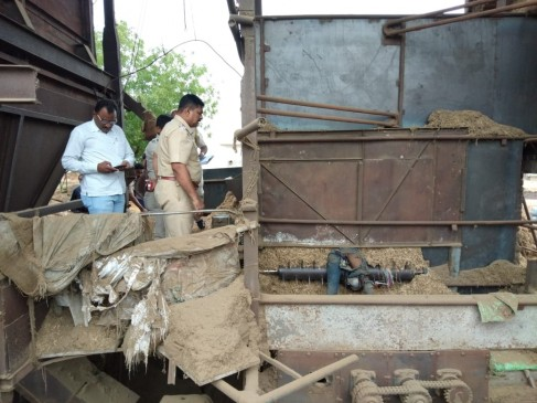 मशीन के पट्टे में फंसने से युवा मजदूर की दर्दनाक मौत