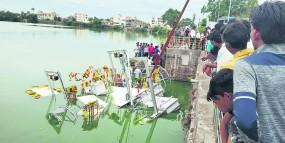 चंद्रपुर के रामाला तालाब के लिए आई नाव लोकार्पण से पहले ही डूब गई