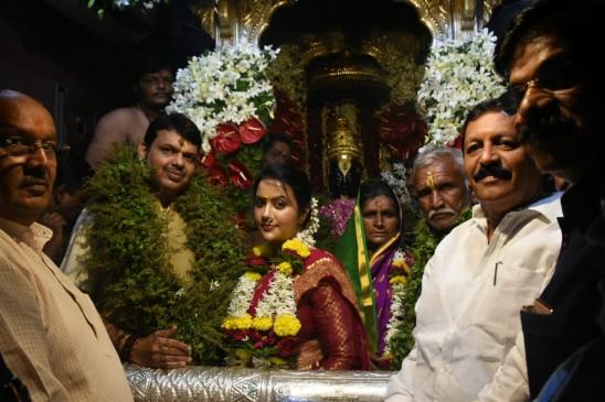 भगवान विठ्ठल की शरण में मुख्यमंत्री फडणवीस ने मांगी महाराष्ट्र की खुशहाली