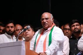खडगे ने कहा- महाराष्ट्र में कांग्रेस की होगी अगली सरकार, थोरात सहित पांच कार्याध्यक्षों ने संभाली जिम्मेदारी