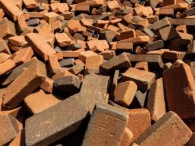 उप्र : कच्ची दीवार गिरी, 7 साल की बच्ची की मौत