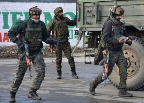 Encounter: बारामूला के सोपोर में मुठभेड़ जारी, सुरक्षाबलों ने तीन आतंकियों को घेरा