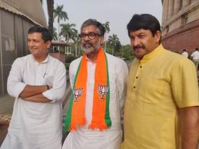 SP से राज्यसभा सांसद रहे नीरज शेखर BJP में शामिल, पूर्व पीएम चंद्रशेखर के हैं बेटे