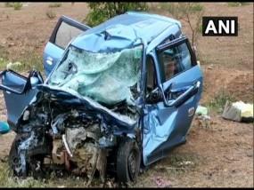 कोयंबटूर में ट्रक और कार के बीच टक्कर, पांच लोगों की मौके पर मौत