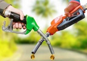 Fuel Price: पेट्रोल और डीजल दोनों के दाम में हुई कटौती, जानें आज के भाव