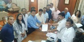 गोवा कांग्रेस के 10 विधायक बीजेपी में शामिल, आज शाह से करेंगे मुलाकात