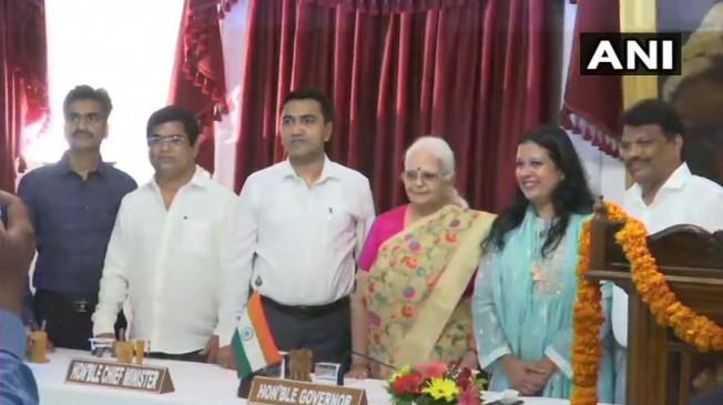 गोवा में हुआ कैबिनेट विस्तार, कांग्रेस से बीजेपी में शामिल तीन MLA बने मंत्री