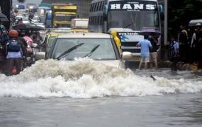 मुंबई में बारिश का तांडव: अब तक 27 लोगों की मौत, मदद के लिए सड़कों पर उतरी नौसेना