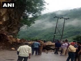 हिमाचल प्रदेश में मंडी के पास भूस्खलन, नेशनल हाईवे-3 पर यातायात ठप
