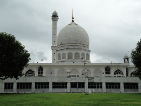 J&K पुलिस ने मांगी श्रीनगर की मस्जिदों की जानकारी, बताया रूटीन एक्सरसाइज