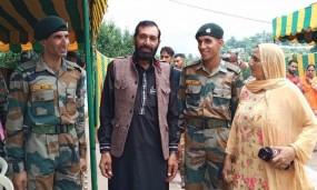 शहीद औरंगजेब के दोनों भाई सेना में शामिल, बोले- आतंकियों से लेंगे बदला