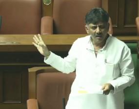 कर्नाटक: SC में सुनवाई कल, शिवकुमार बोले- बागियों ने पीठ में चाकू घोंपा