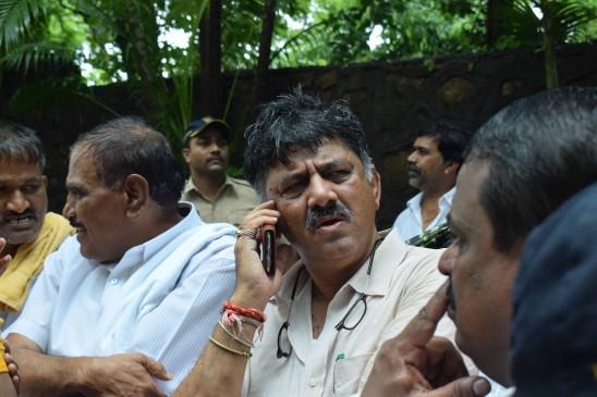 मुंबई में कर्नाटक की सियासत का करंट, सत्ता संग्राम में इस तरह हुई पुलिस की इंट्री
