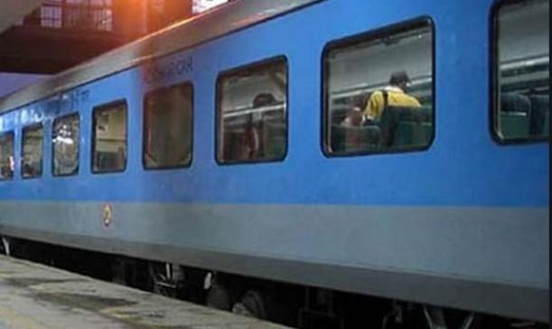 दलालों ने उगले डेढ़ करोड़ रु. के रेल टिकट, लाइव एंड ई-टिकट का काला कारोबार करने वालों पर छापा