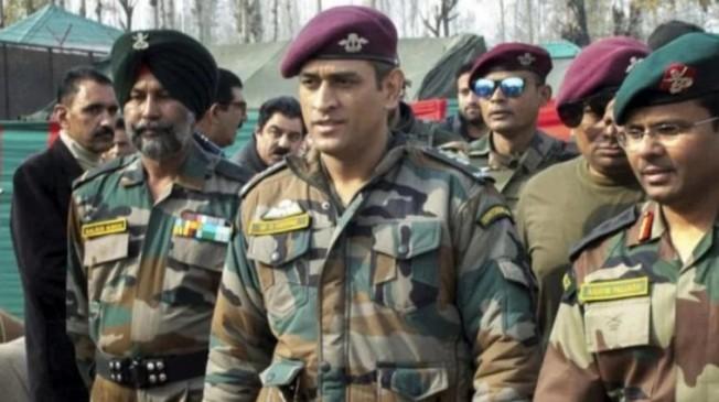 धोनी ने किया कश्मीर में आर्मी की टुकड़ी को जॉइन, 15 अगस्त तक करेंगे ड्यूटी