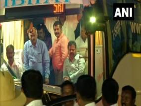 कर्नाटक में शुरू हुई रिजॉर्ट पॉलिटिक्स, विधायकों की खरीद-फरोख्त की आशंका