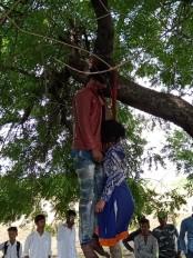 जब प्यार परवान नहीं चढ़ा तो पेड़ पर लगा ली फांसी, दोनो थे शादीशुदा