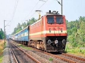 ट्रेन की चपेट में आने से मां-बेटी की मौत, नित्यक्रिया के लिए जा रही थी मृतका