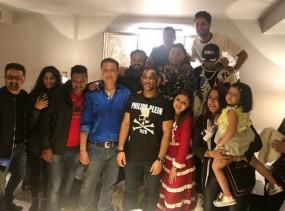 धोनी ने पत्नी और टीम मेंबर्स के साथ मनाया जन्मदिन, बेटी के साथ किया डांस, देखें वीडियो