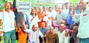 25 गांवों में सिंचाई का संकट, किसानों ने कराया मुंडन