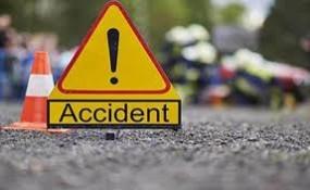 स्कूल बस को ओवरटेक कर रही यात्री बस पलटी, ड़ेढ दर्जन से अधिक यात्री घायल, 3 गंभीर