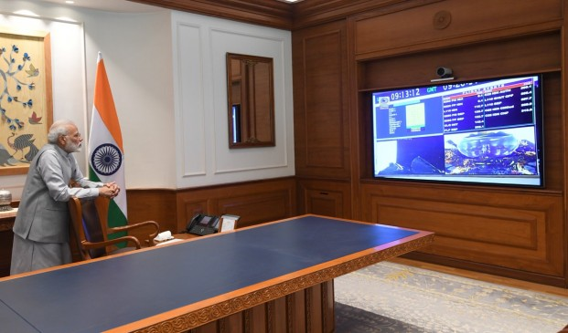 पीएम ने ऑफिस से रखी चंद्रयान-2 की लॉन्चिंग पर नजर, ISRO की पूरी टीम को दी बधाई
